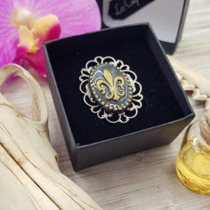 Bague steampunk victorienne réglable avec camée fleur de lys noir et doré