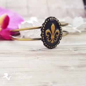 Bracelet jonc victorien avec camée fleur de lys noir et doré