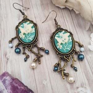Boucles d'oreille gothique victorienne turquoise, avec camée de papillon et perles en cristal swarovski couleur tahiti