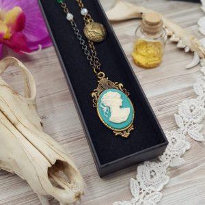 Collier steampunk victorien avec camée turquoise en résine et perle en cristal swarovski